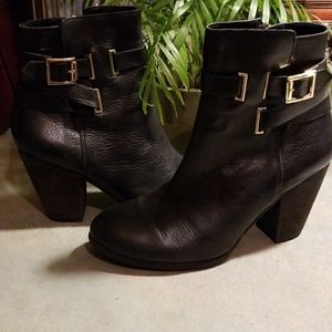 HOT VINCE CAMUTO HARRIET MOTO BOOTIES.EUC!
